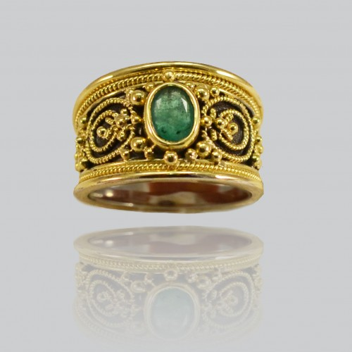 Etruscan ring with emerald